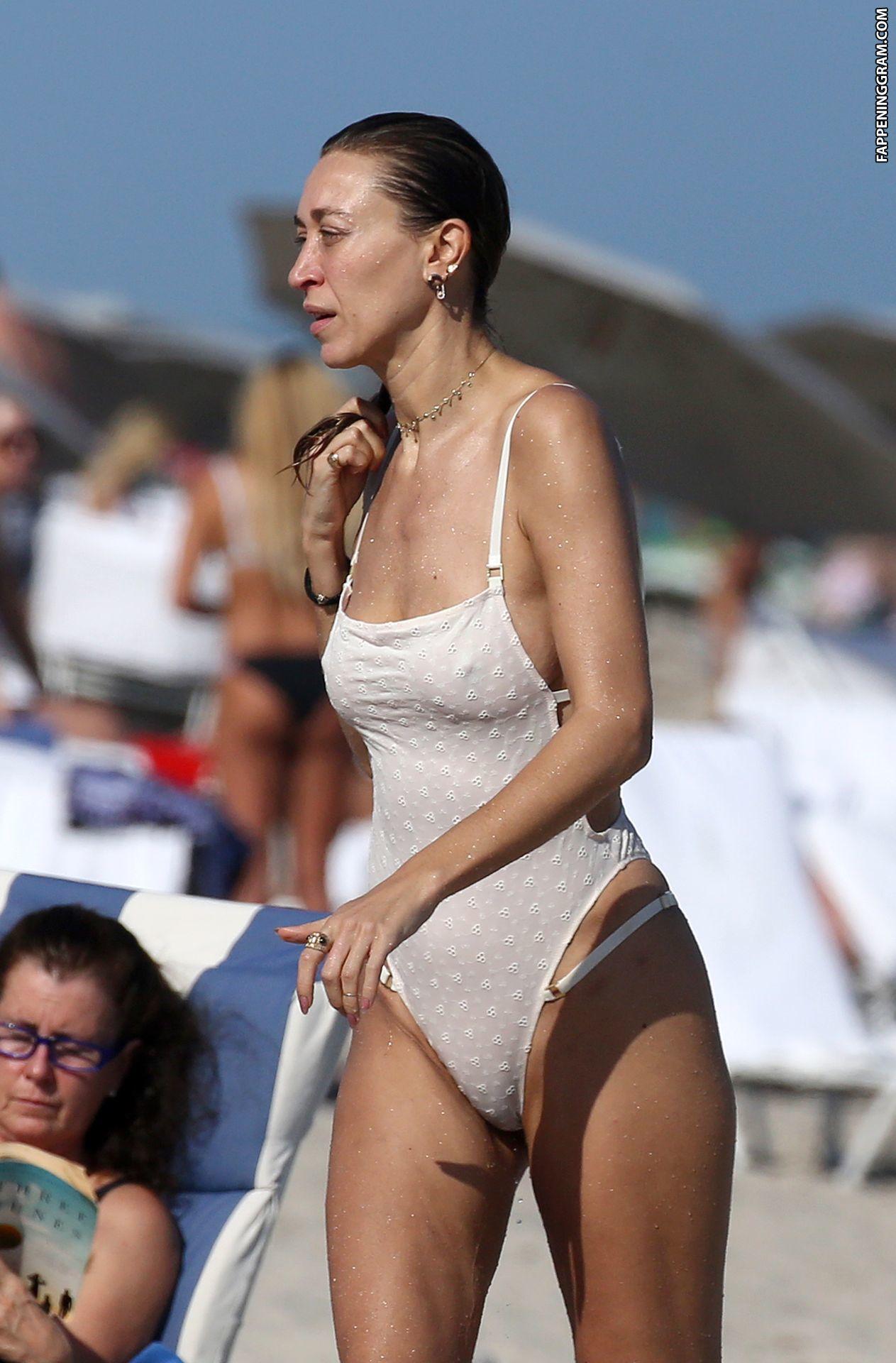 Toni Ann Gambale  nackt