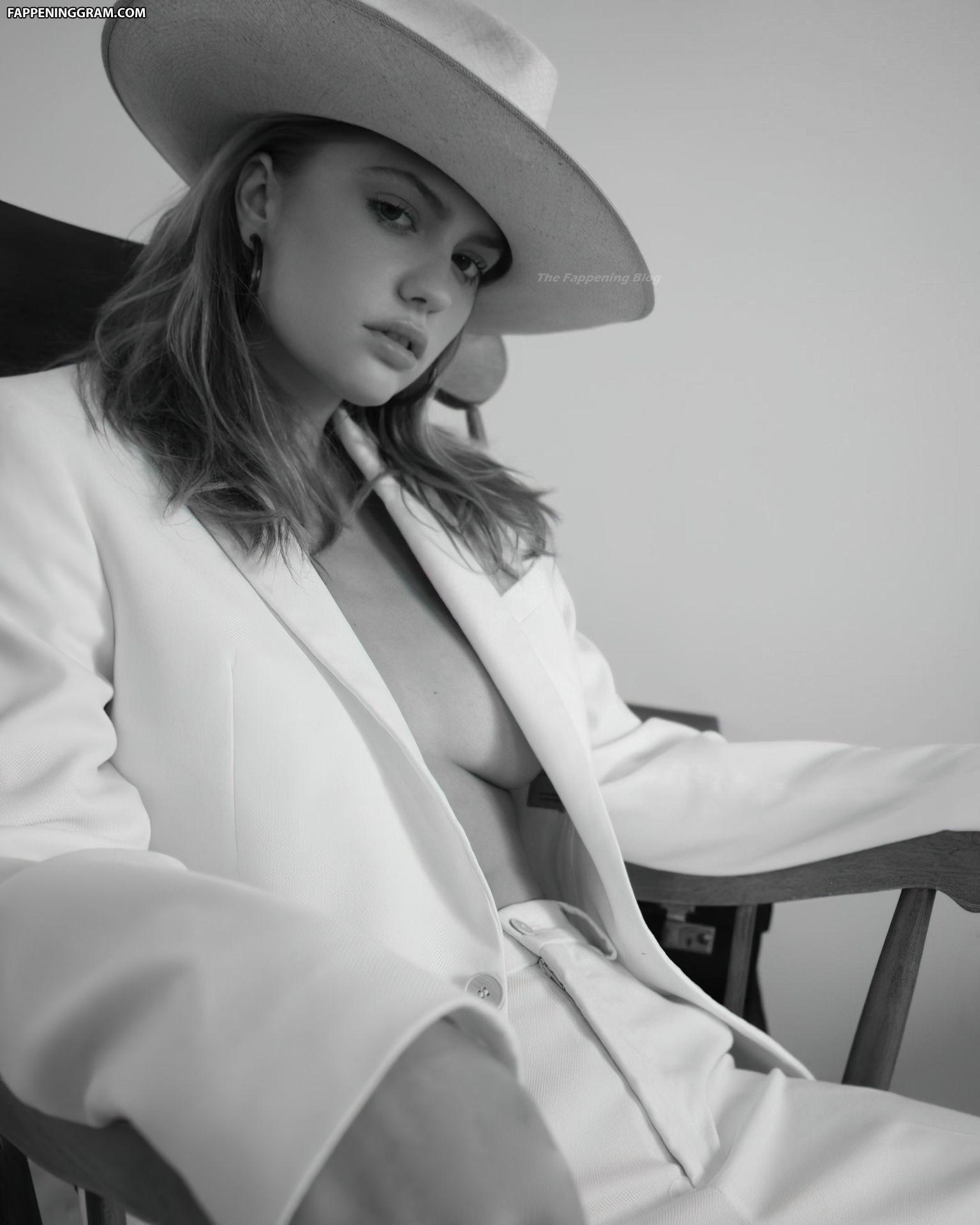 Nackt  Alexandria Morgan Alex Morgan