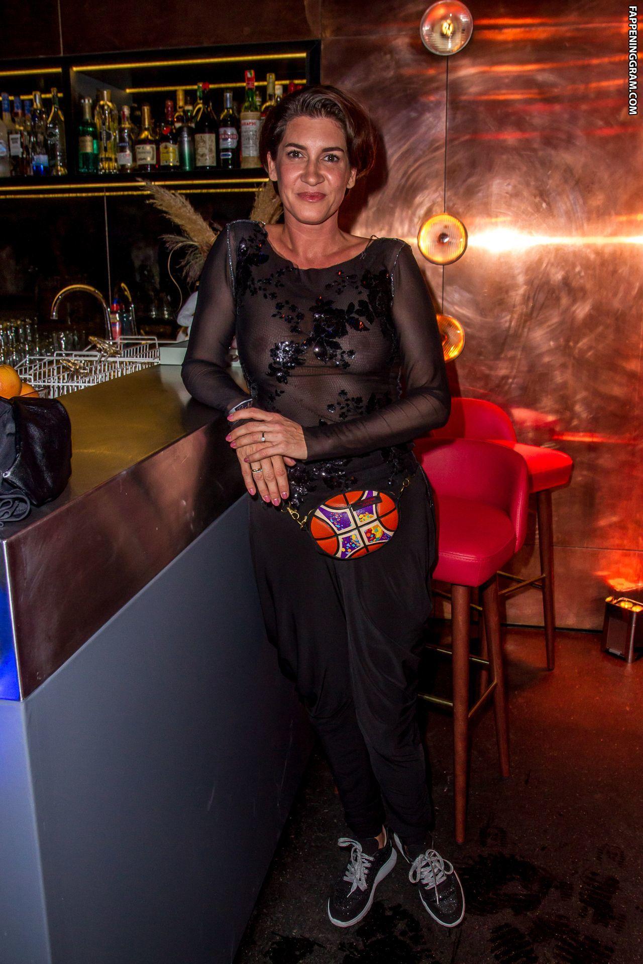 Alice Krueger  nackt
