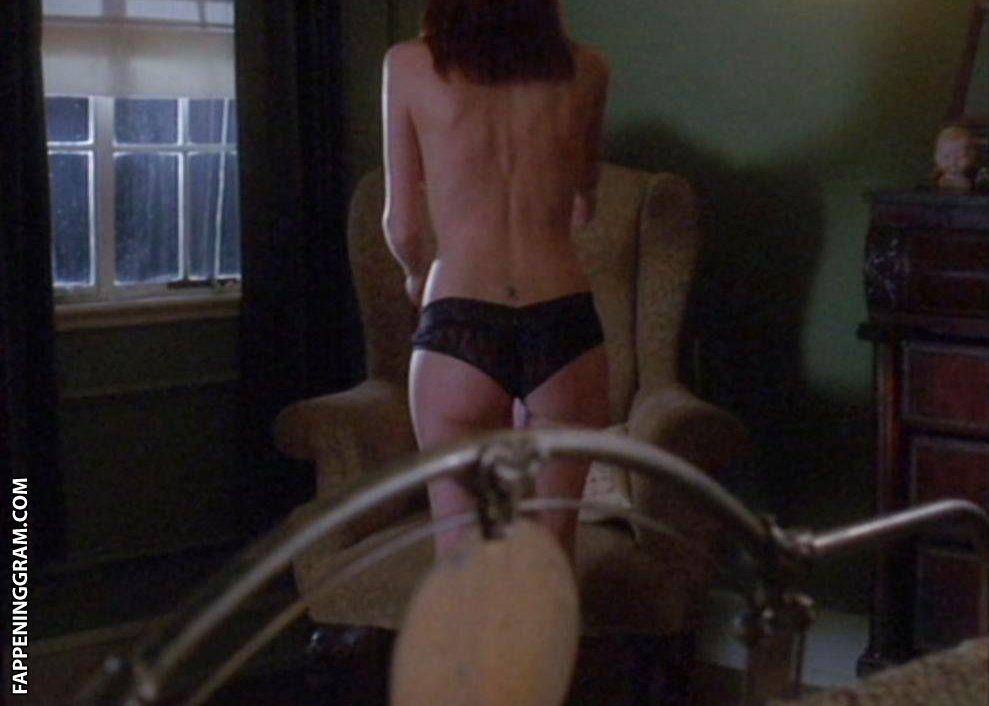 Allison Lange  nackt