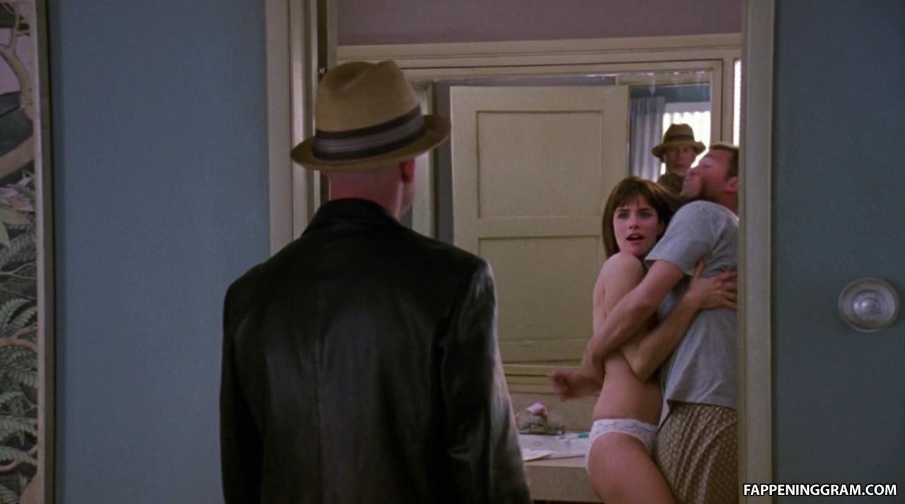 Amanda Peet Nude In The Whole Nine Yards Scandalplanet