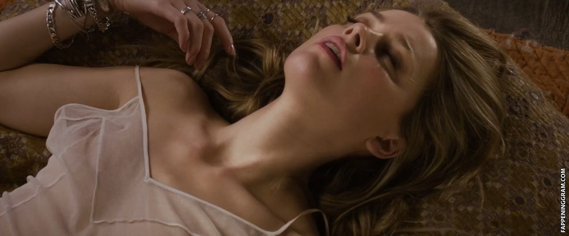 https://cdn.fappeninggram.com/photos/amber-heard/amber-heard-nude180.jpg