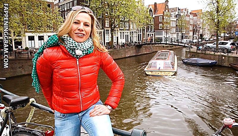 Julie-Anne Côté  nackt