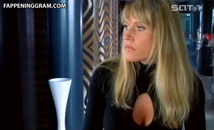 Alicia Pavlis  nackt
