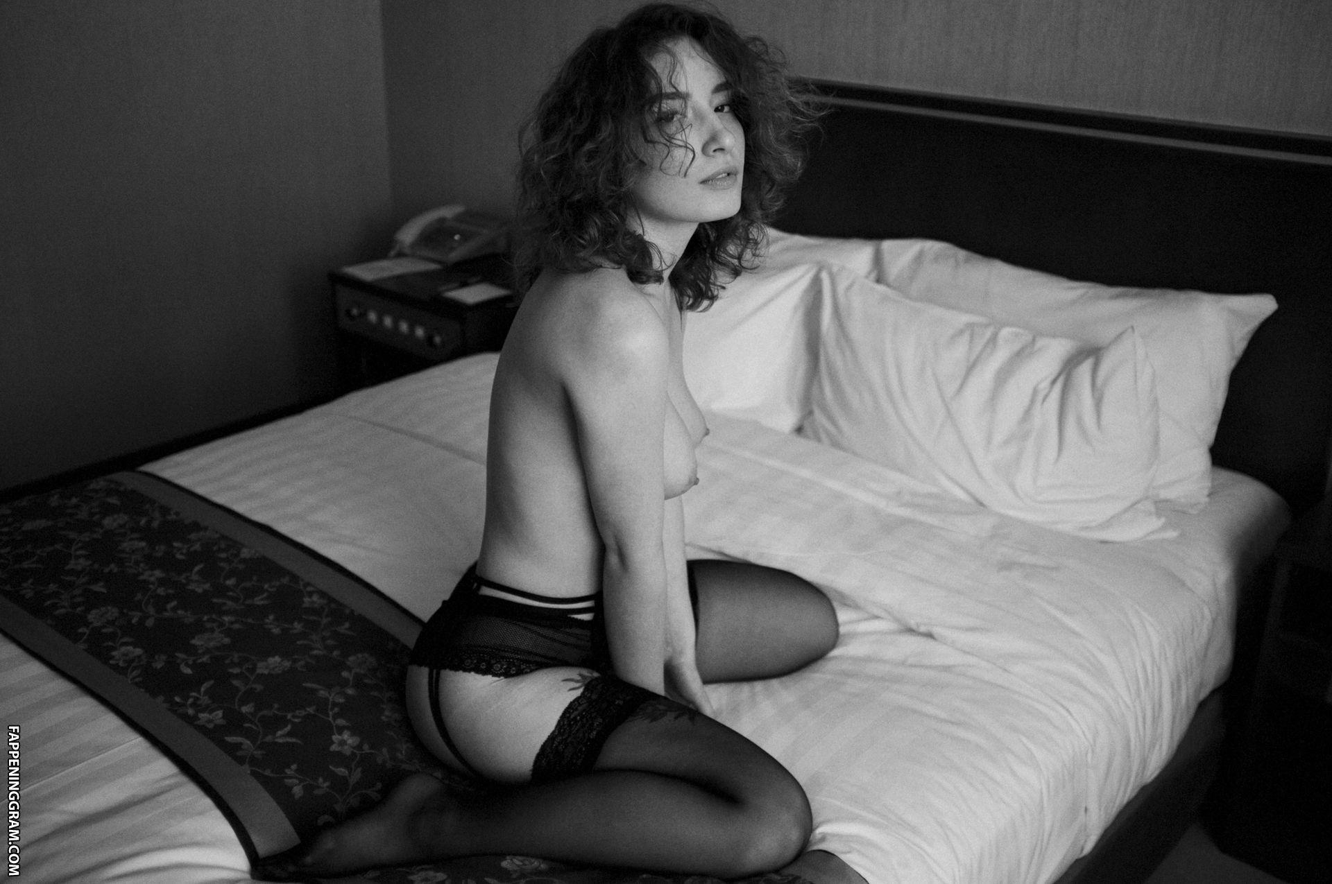 Roxane Glineur  nackt