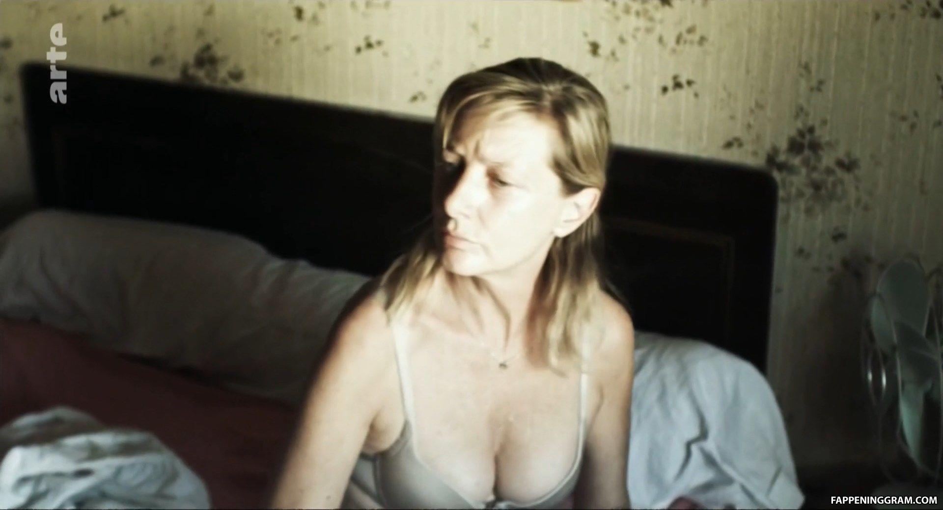 Nackt Julia Huet-Alberola  » KINGDOM