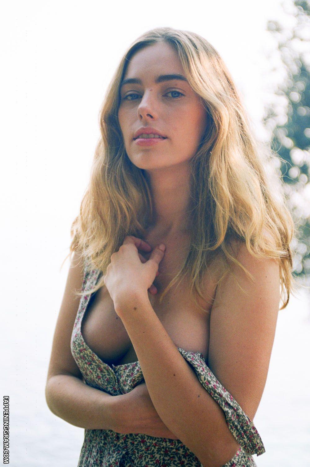 Madeline Bertani  nackt