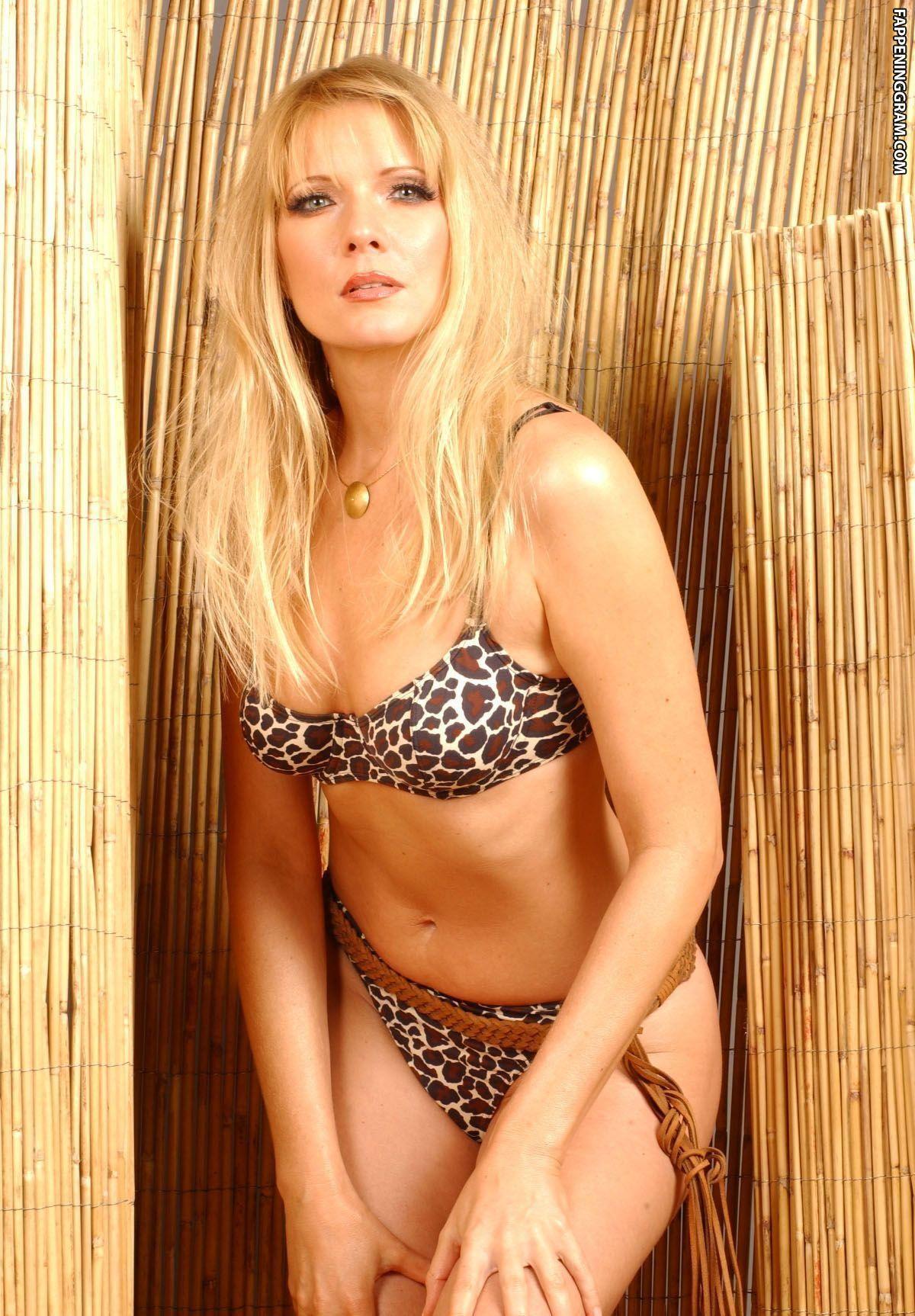 Langsdorf  nackt Antonia Gabby Hamid: