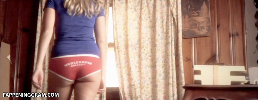 Ashley Bates  nackt