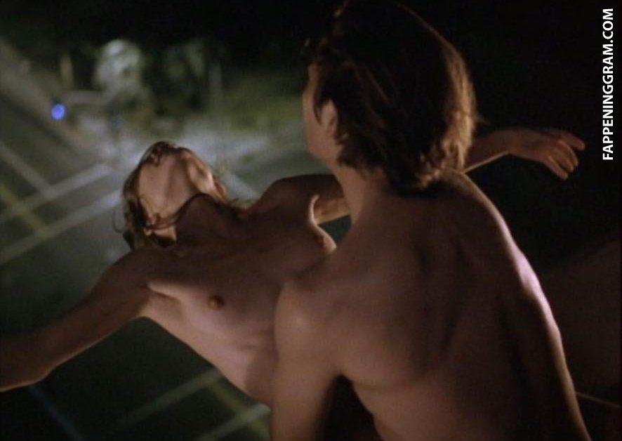 Kirsten dunst criticises apple after stars nude icloud images stolen