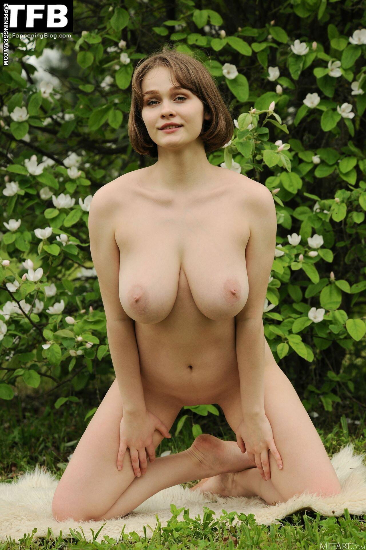 Aurelia Lu Nude