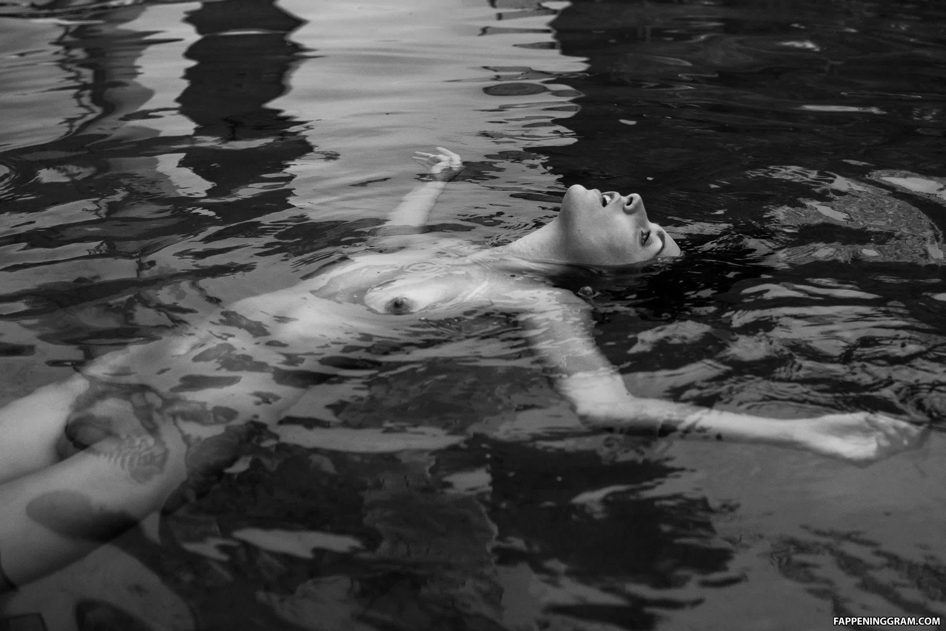 Romy nackt Byrne Rose Byrne