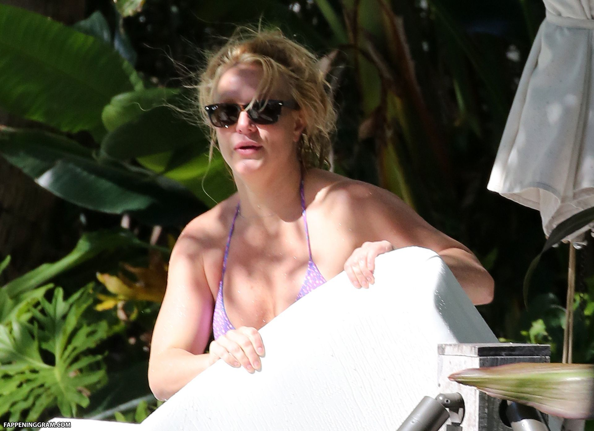 Britney Spears writhes around in sports bra and shorts for