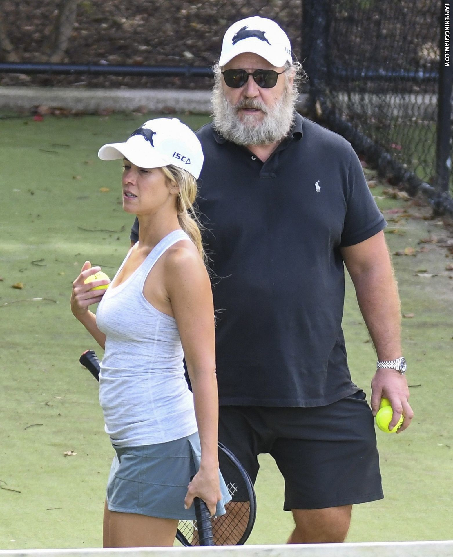 Nackt Britney Theriot  Russell Crowe,