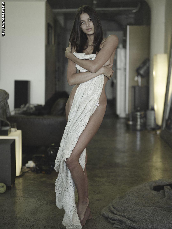 Bruna Lirio Nude
