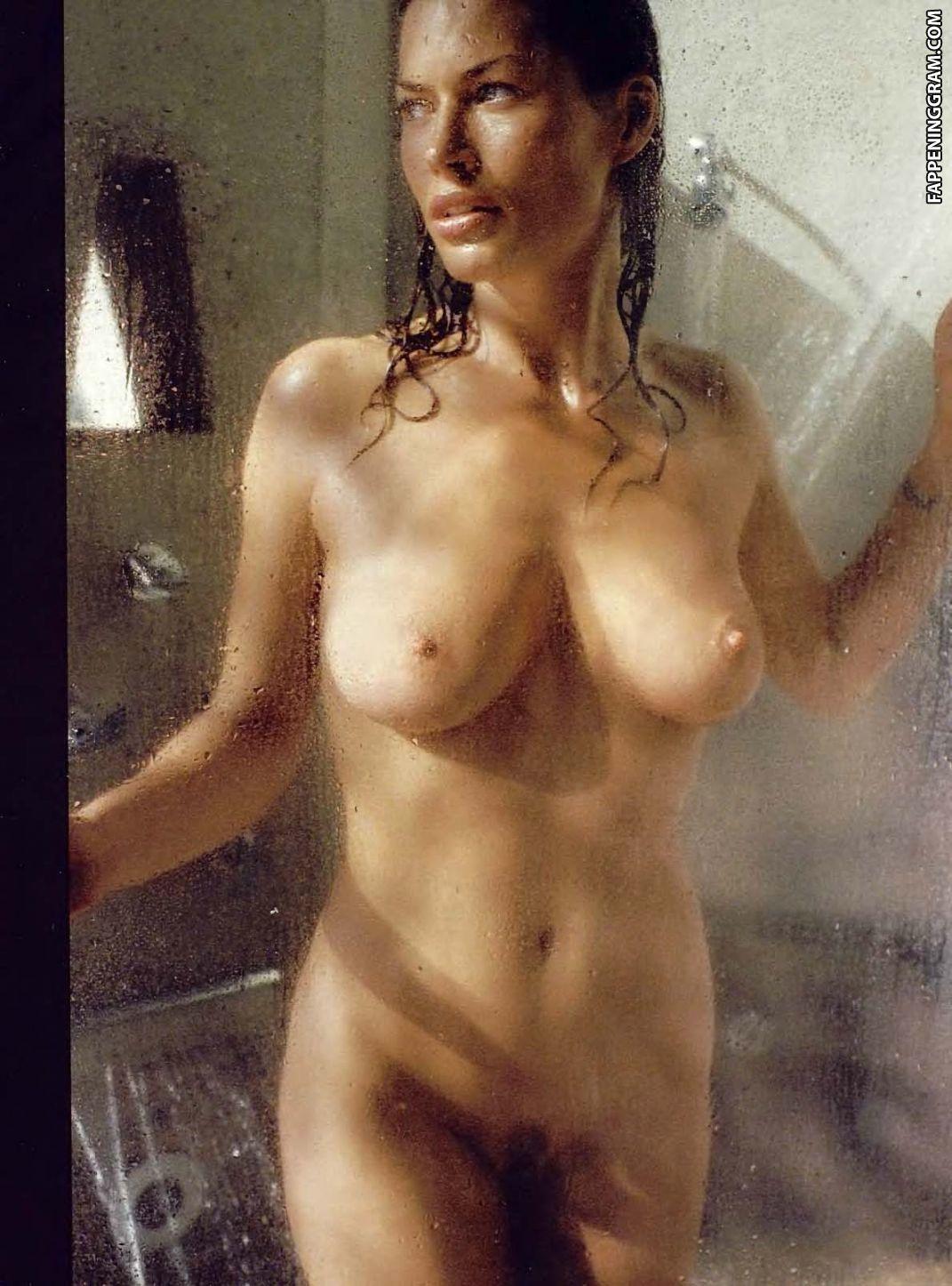 Victoria Kallay  nackt