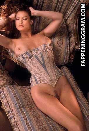 nackt Stevens Carrie CurvyErotic Model