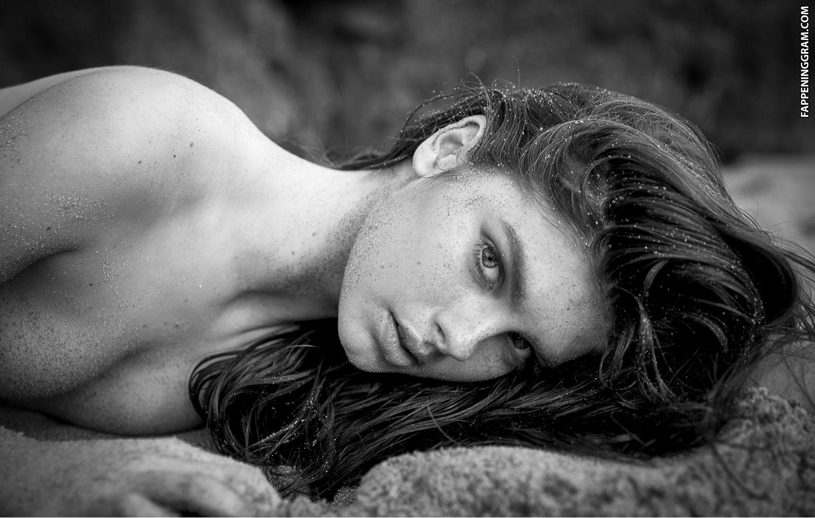 nackt Jales Sabrina Brazilian model