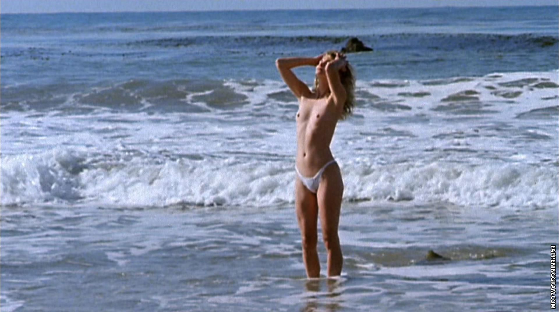 Elizabeth Kaitan, Brinke Stevens, Cindy Beal Nude Slave Girls