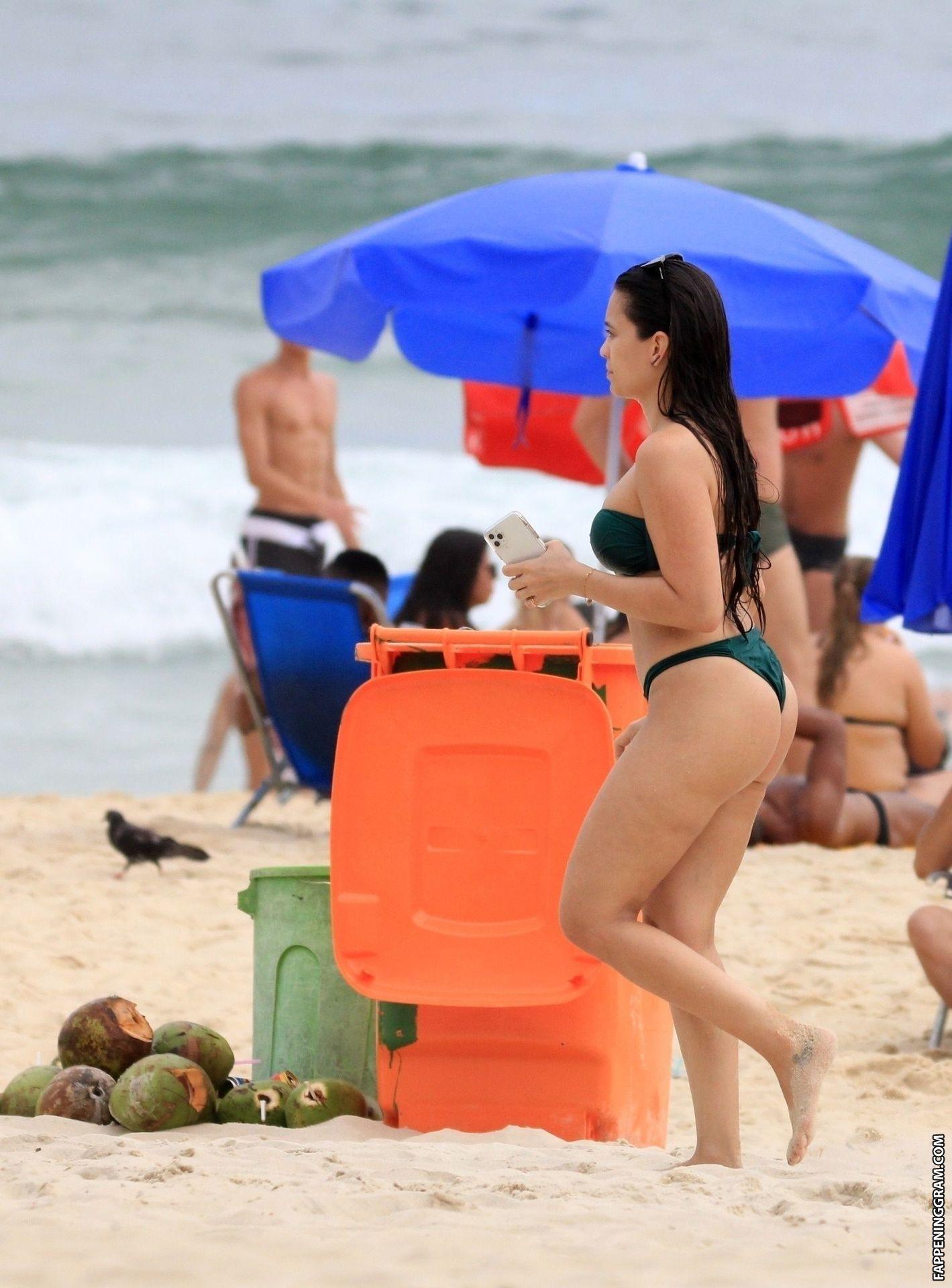 Clarisse Alves  nackt