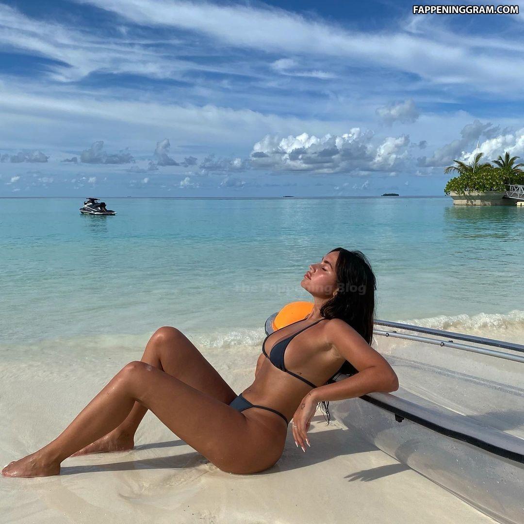 Claudia Tihan Nude