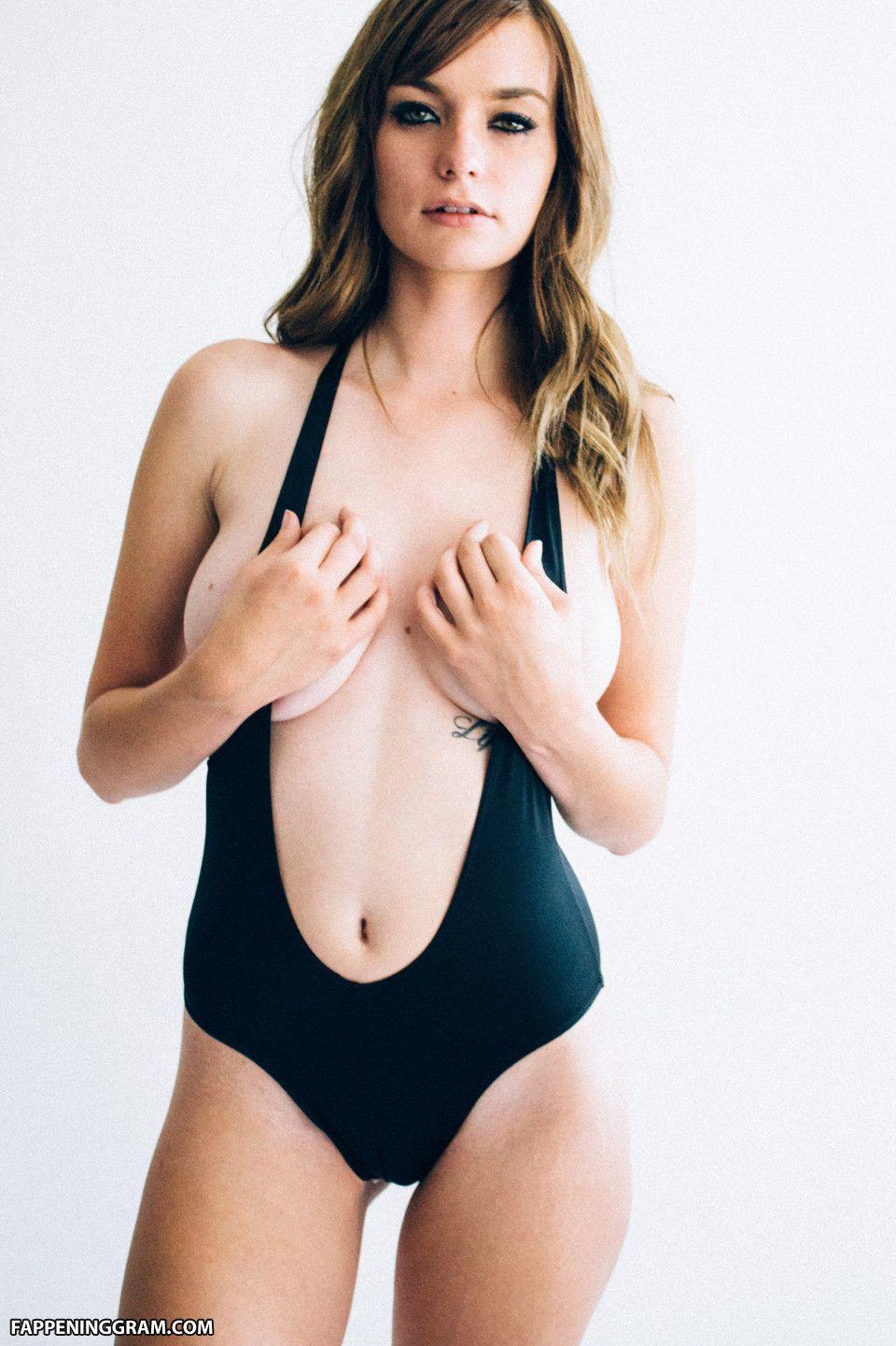 Courtney Barnum Nude