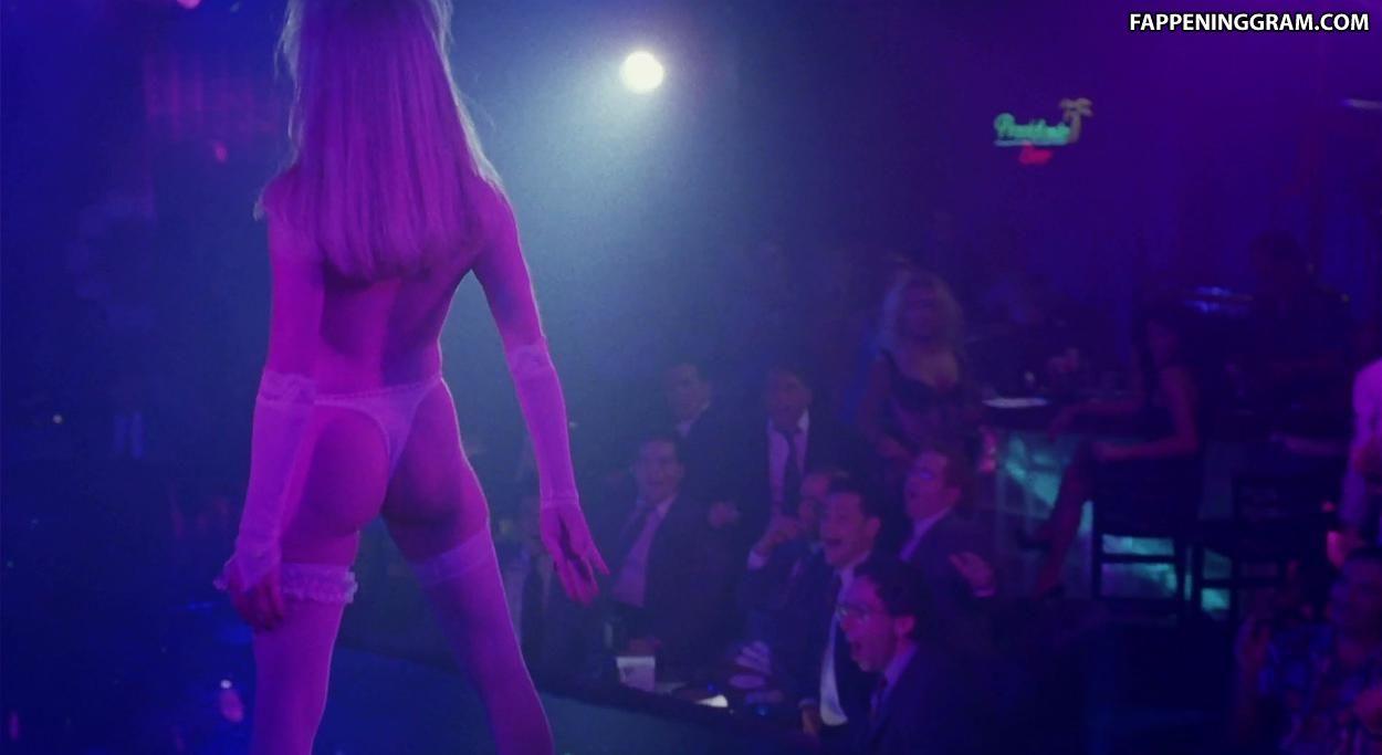 Dina Spybey  nackt