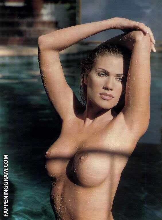 Donna Nardo  nackt
