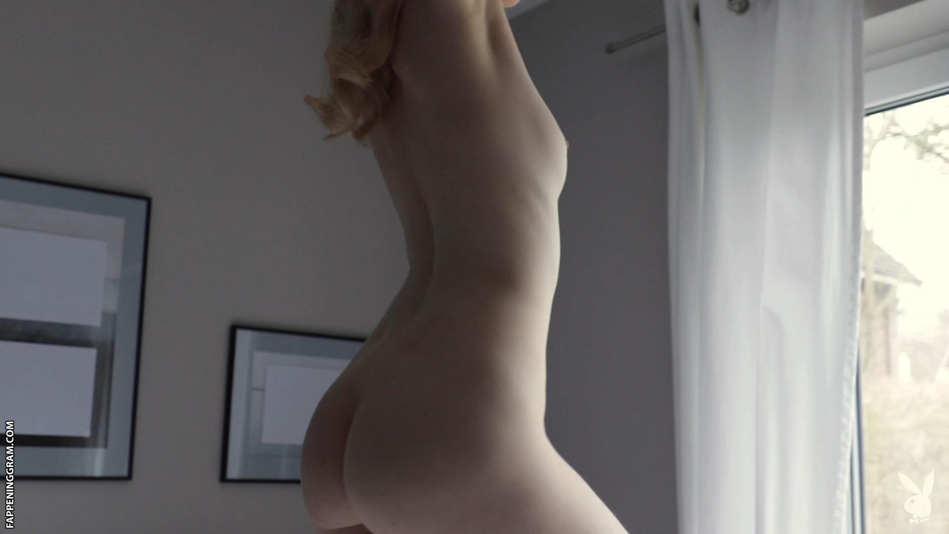 Nackt Sophie Charlotte Conrad  [PICS] Pop