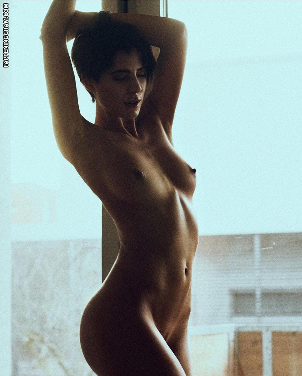 Aprilann  nackt
