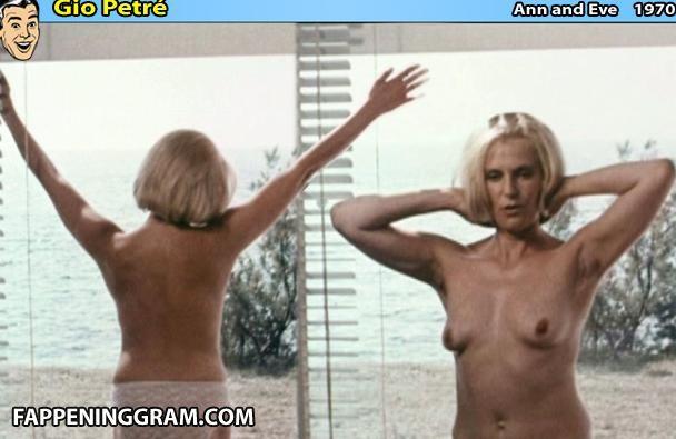 Julie Victor  nackt