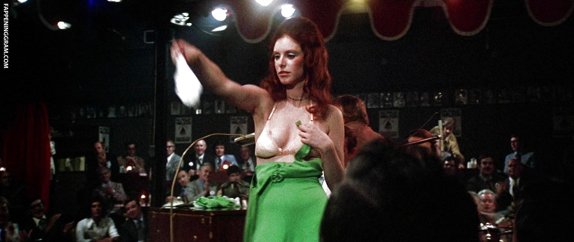 Nackt  Gwen Welles Singer reluctantly
