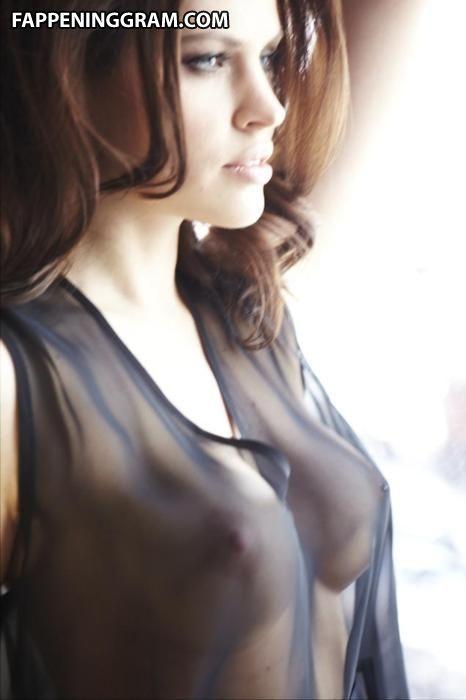 Nackt  Annabelle Attanasio 'Bull' Star
