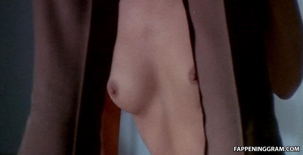 Amy Esterle  nackt