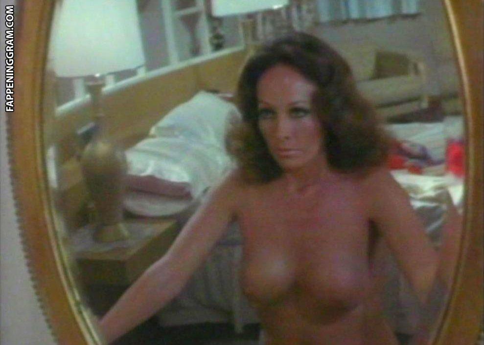 Naked isela vega in las tentadoras ancensored