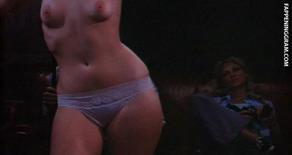 Laura Pyper  nackt