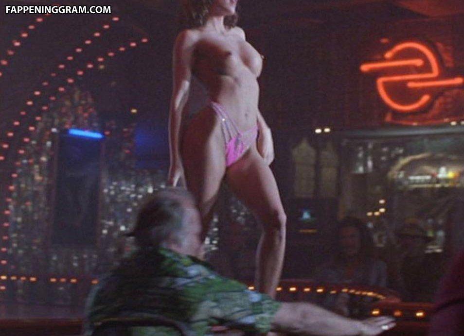 Marianne Chambers  nackt