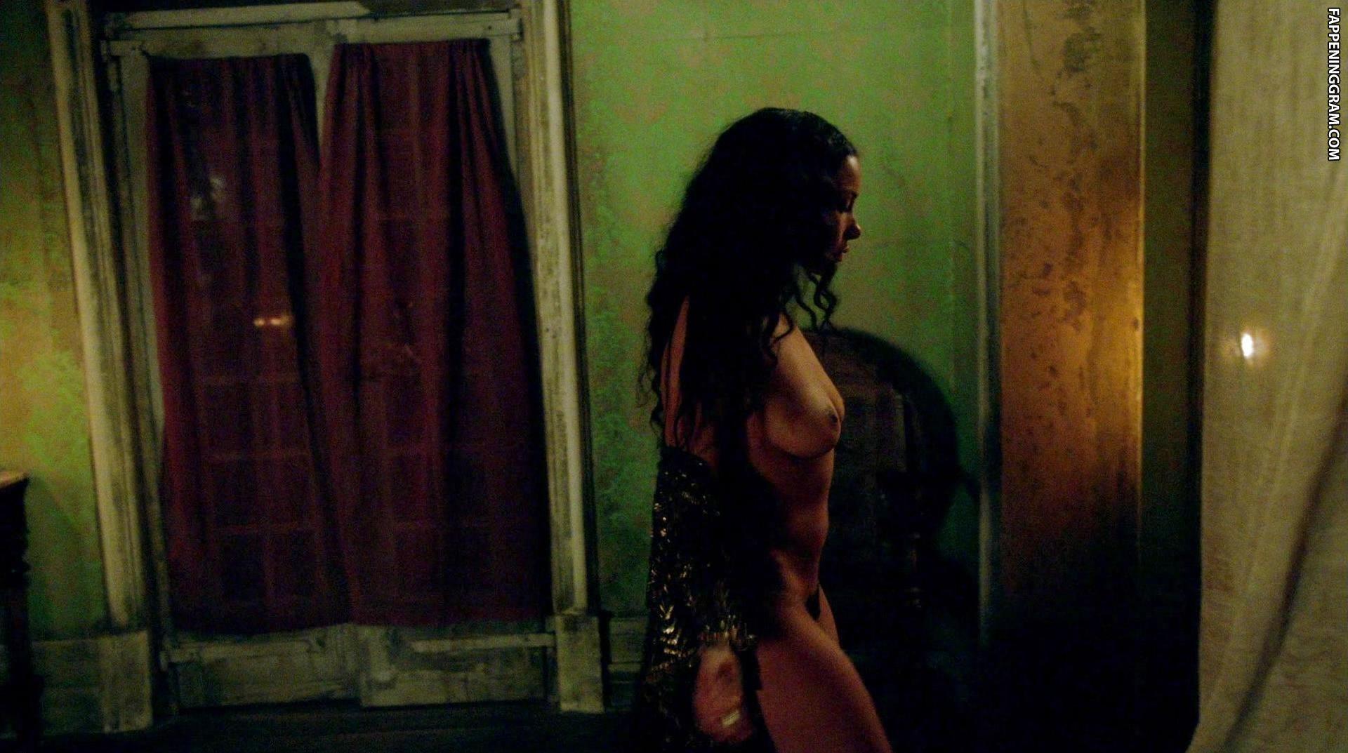 Jessica Parker Kennedy Naked Selfie