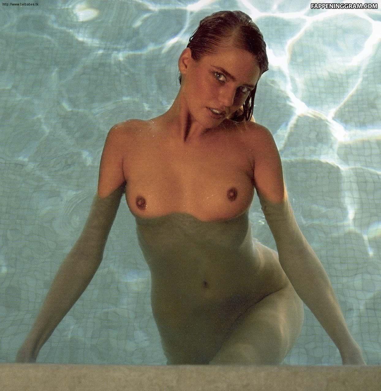 Nimmen Joyce nackt Van Valerie De