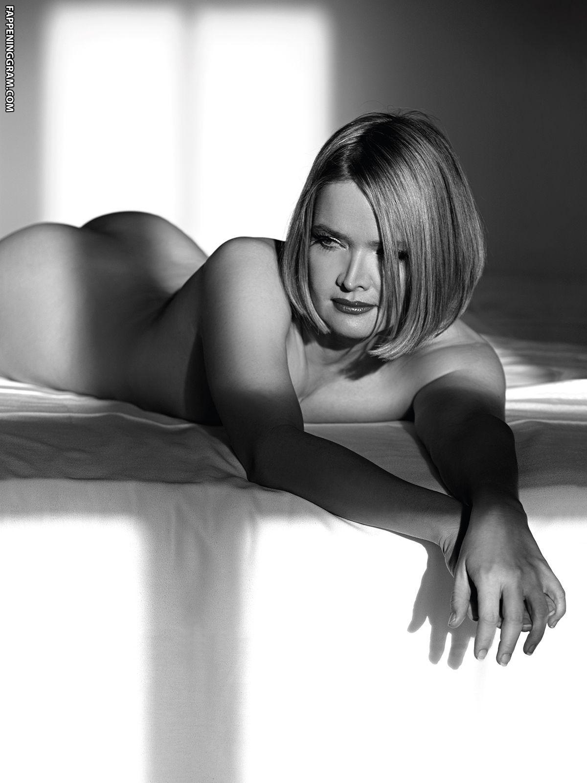 Nude julia biedermann Nude celebs