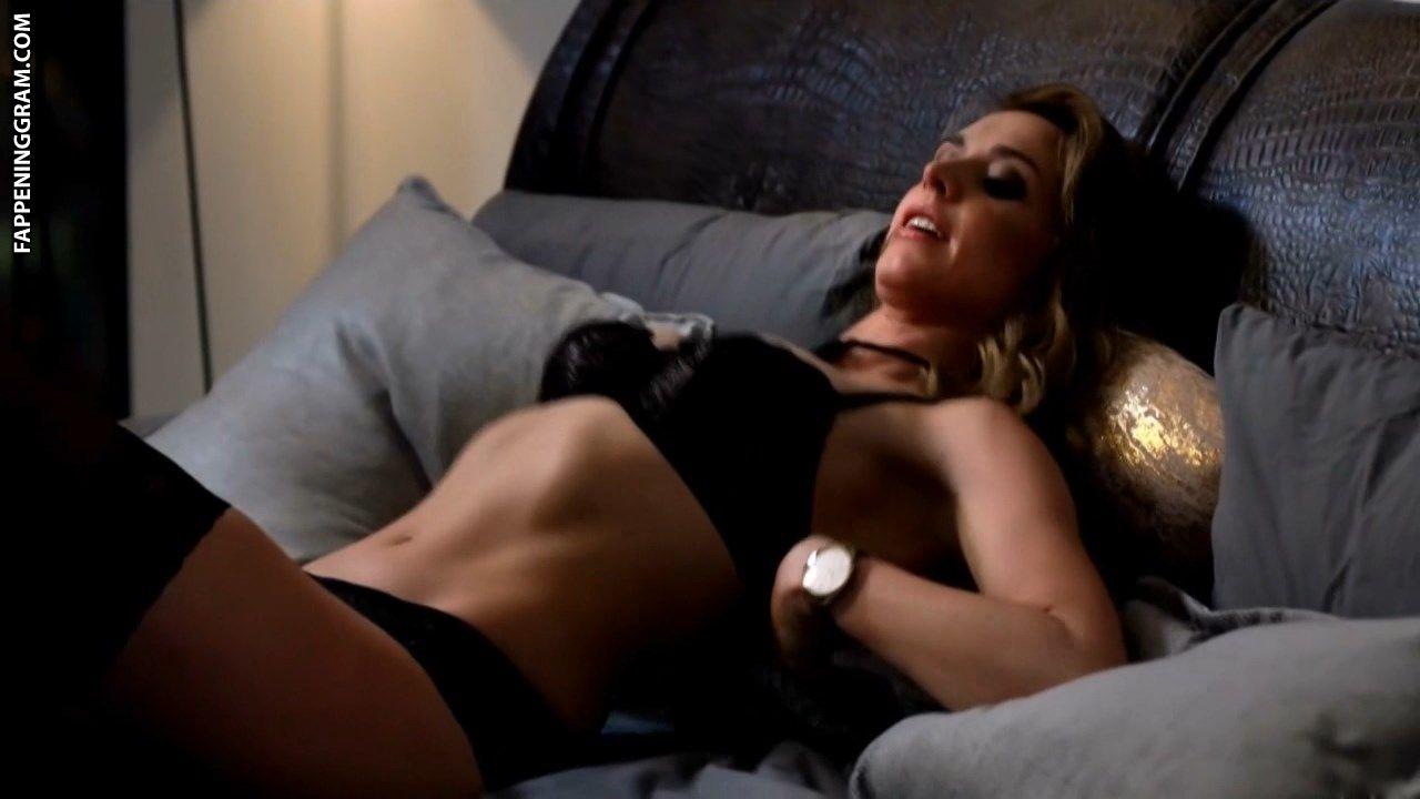Laura Bruner  nackt