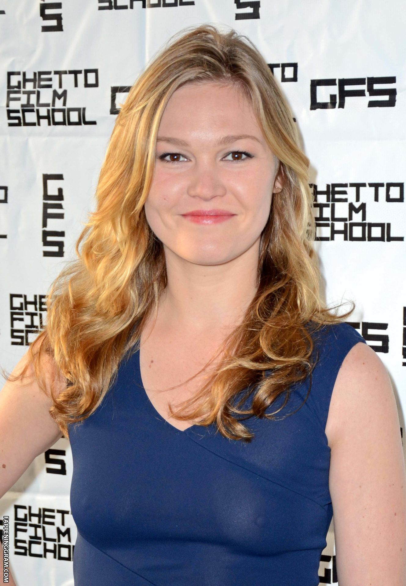 49 Hot Pictures Of Julia Stiles That Are Way Too Steamy