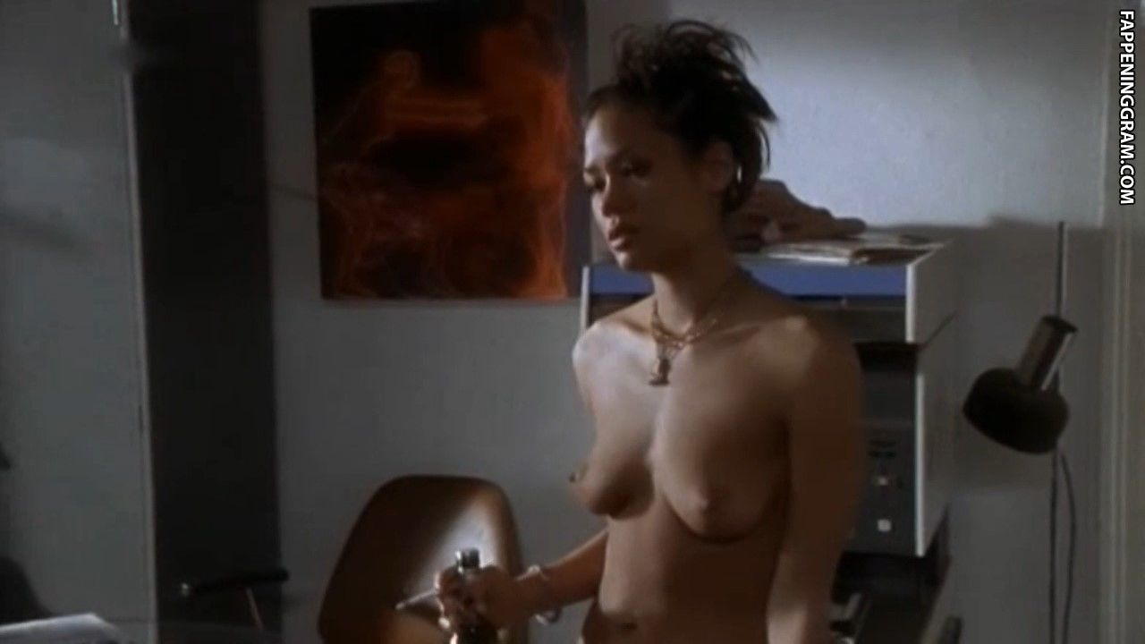 Lia Farrelly-Hodge  nackt