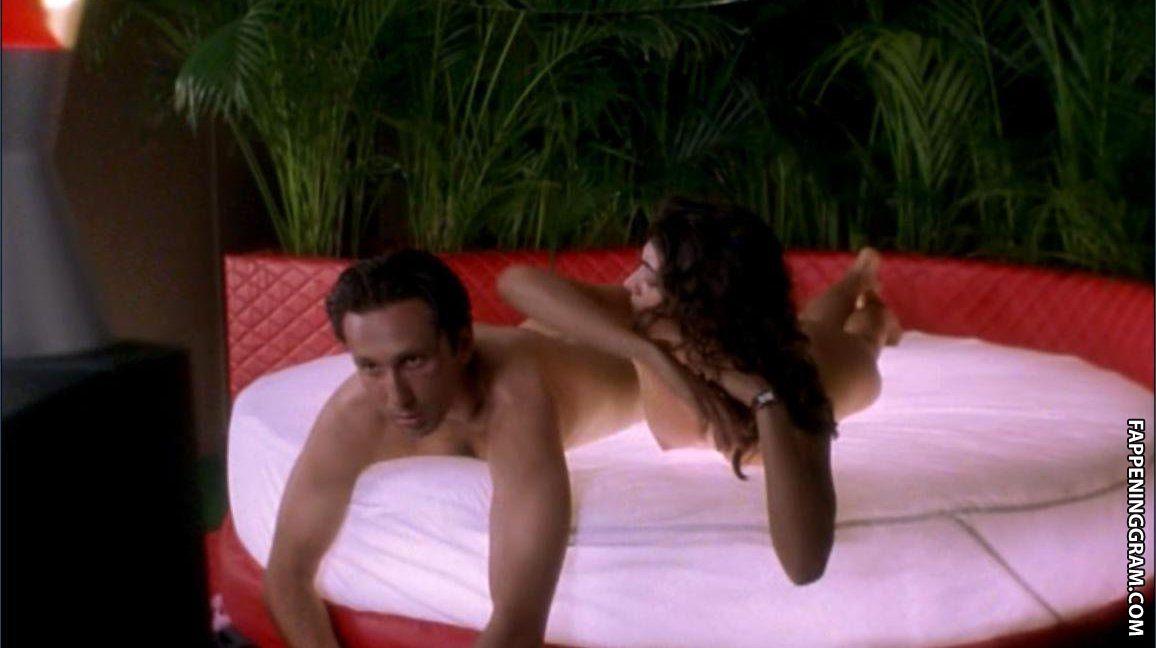 Nackt Lucy DeVito  Why Rhea
