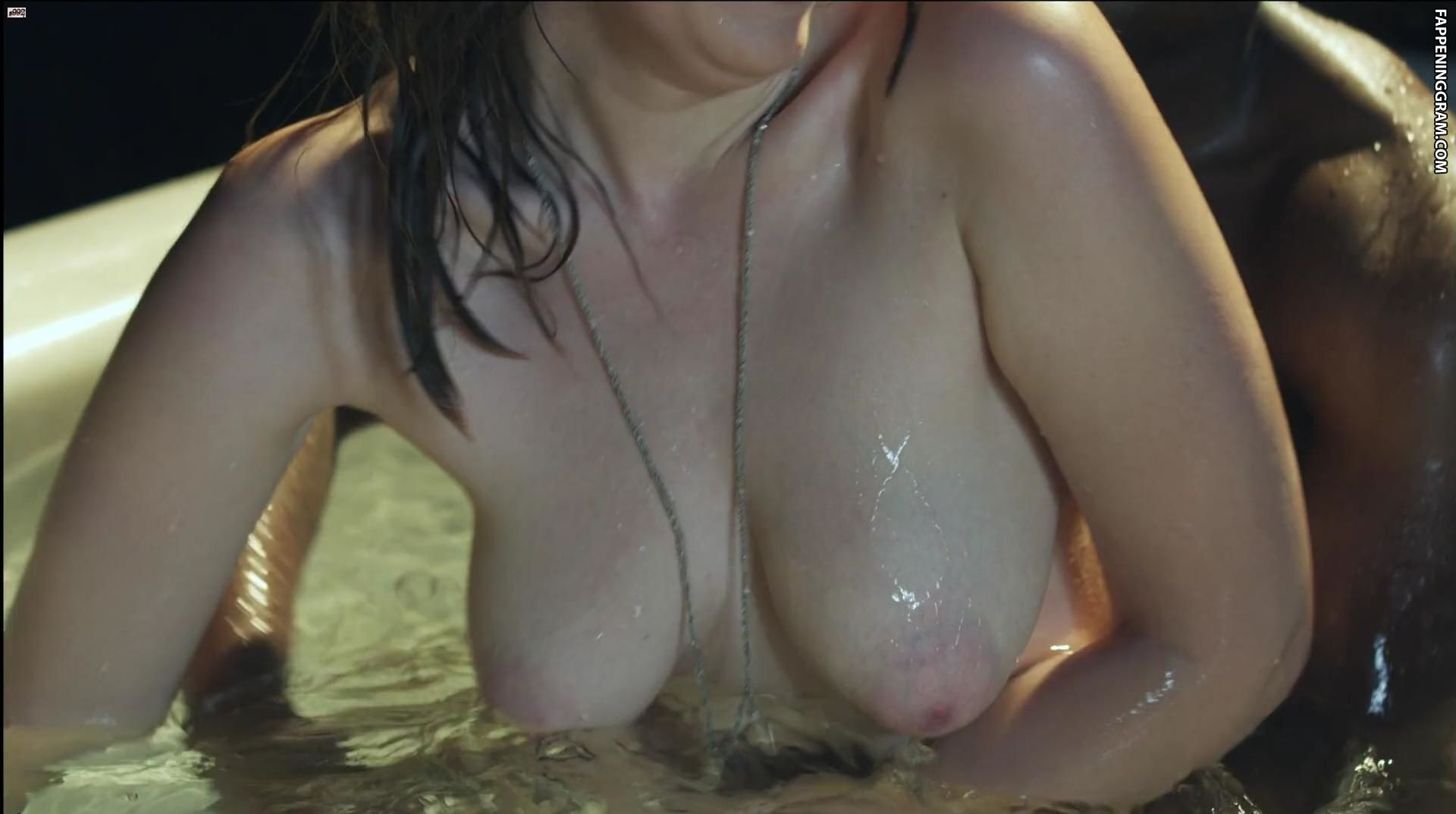 Nicolette Gray  nackt