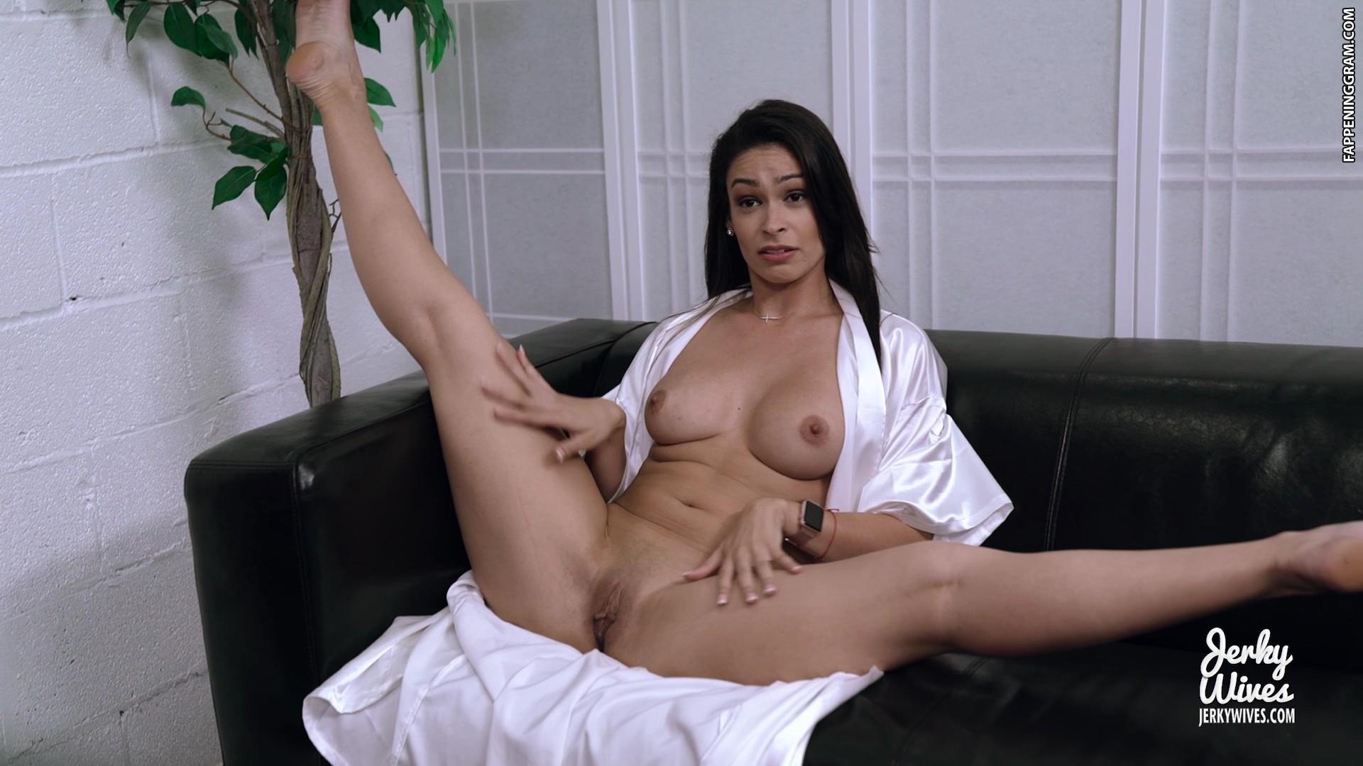Annelyse Schoenberger  nackt