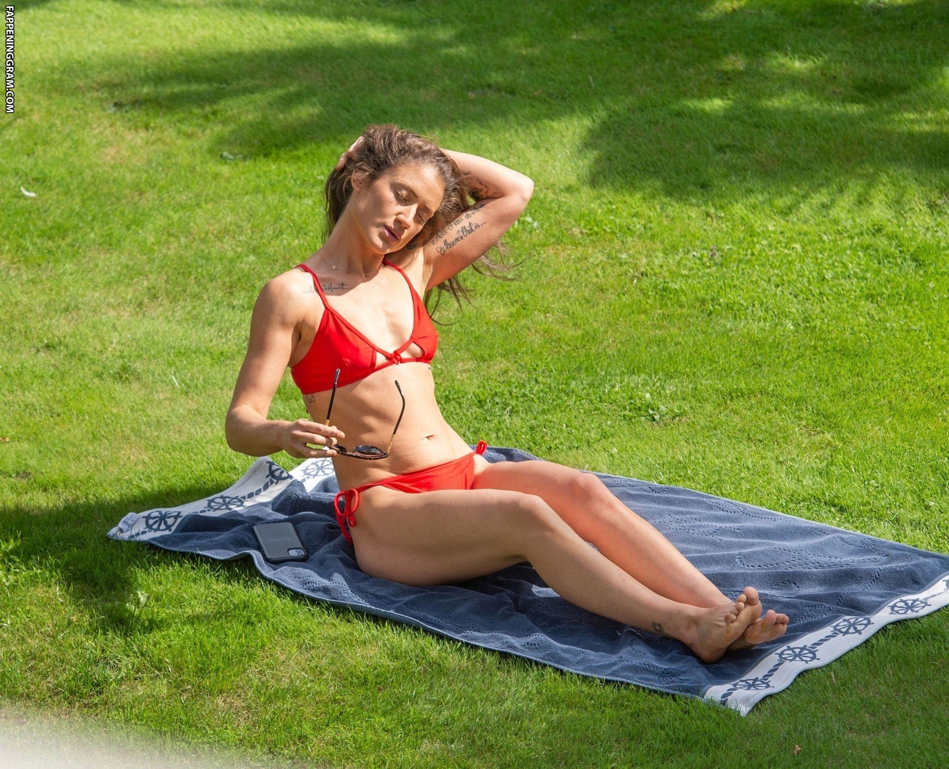 Katie Waissel Nude