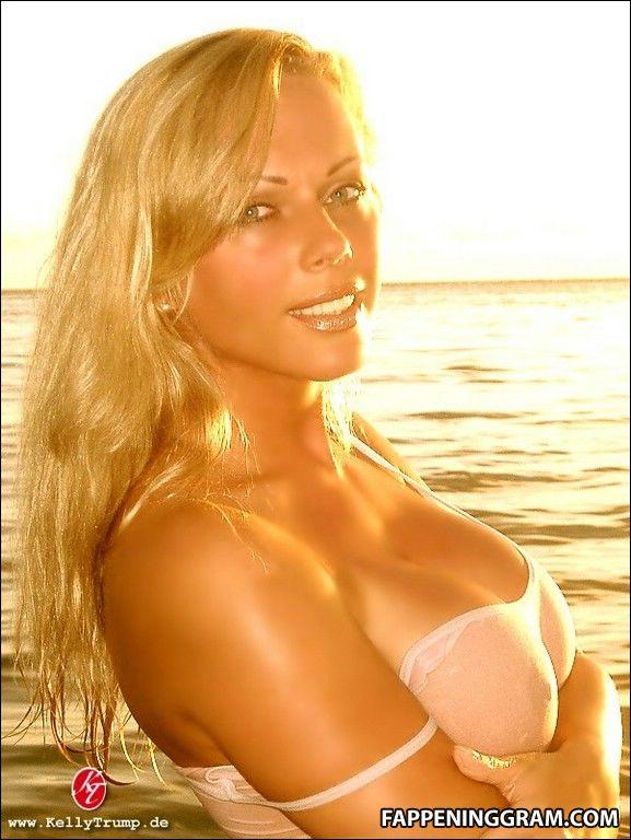 Rebecca nackt Sanabria 41 Hot