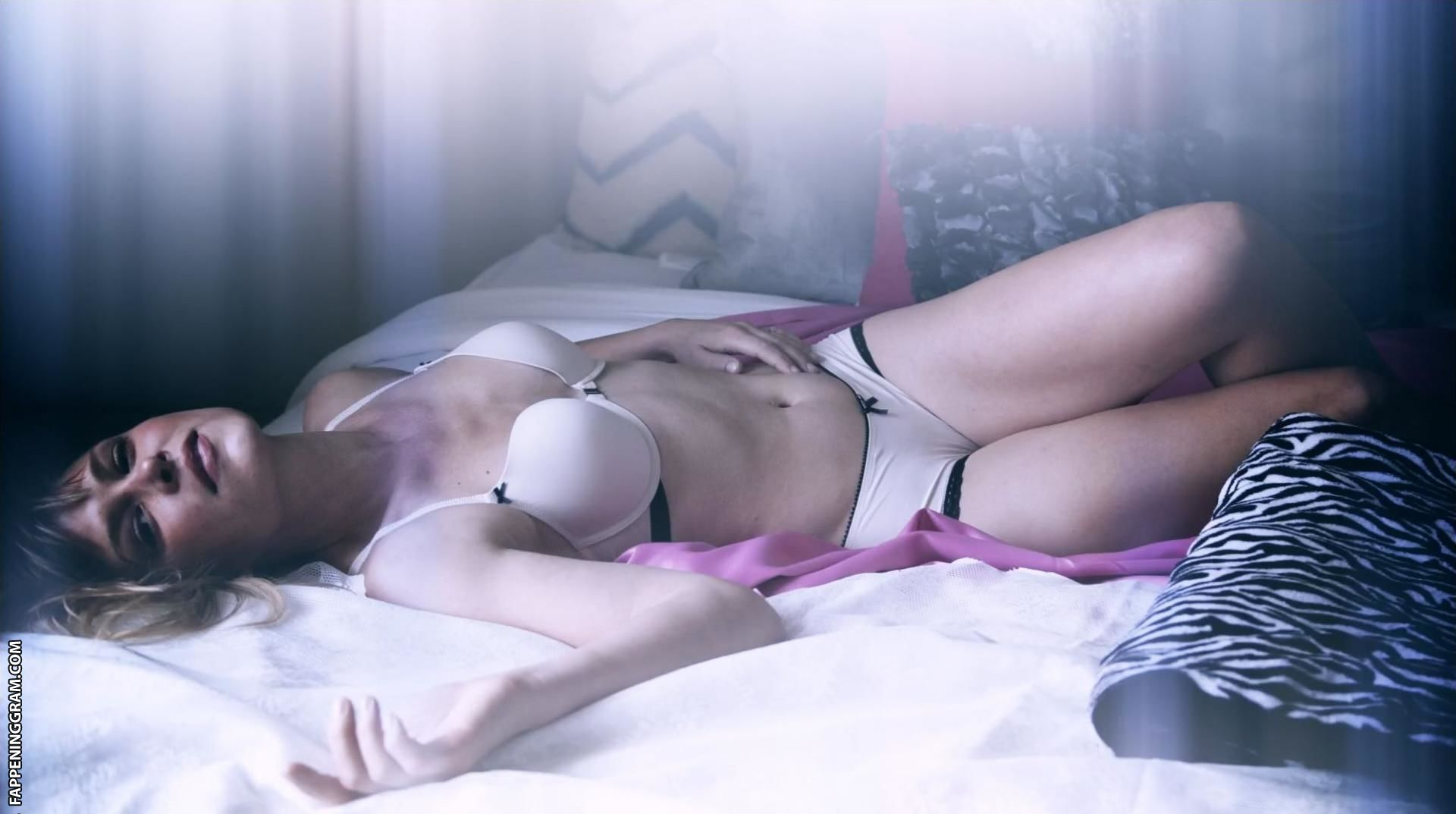 Natalie nackt Sharp Natalie Sharp