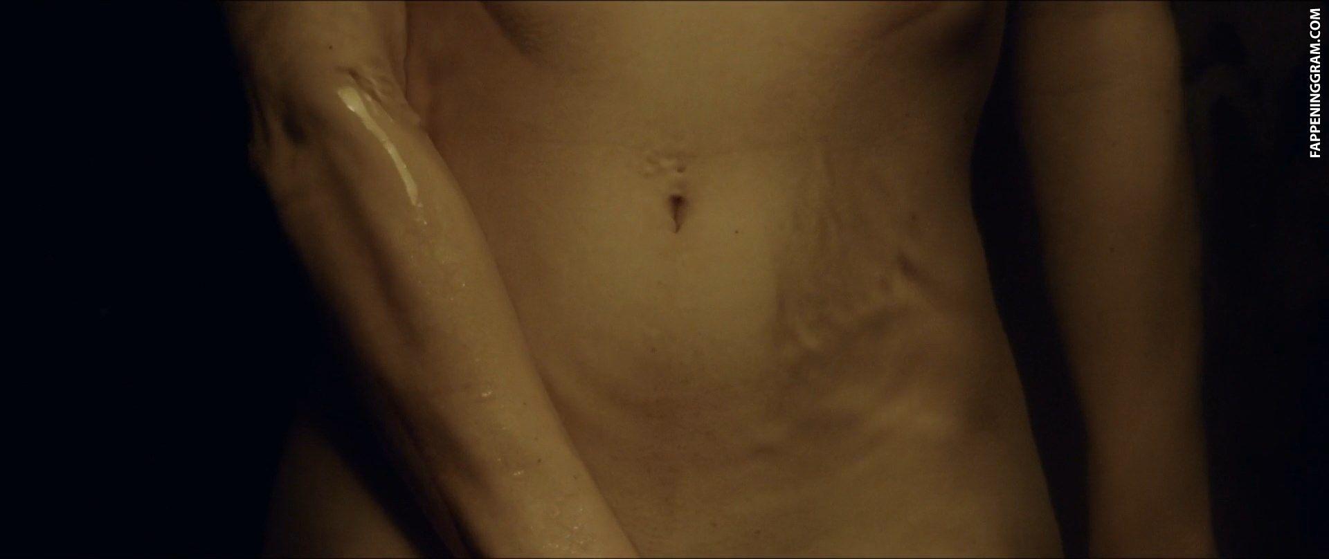 Kirsty Averton Nude